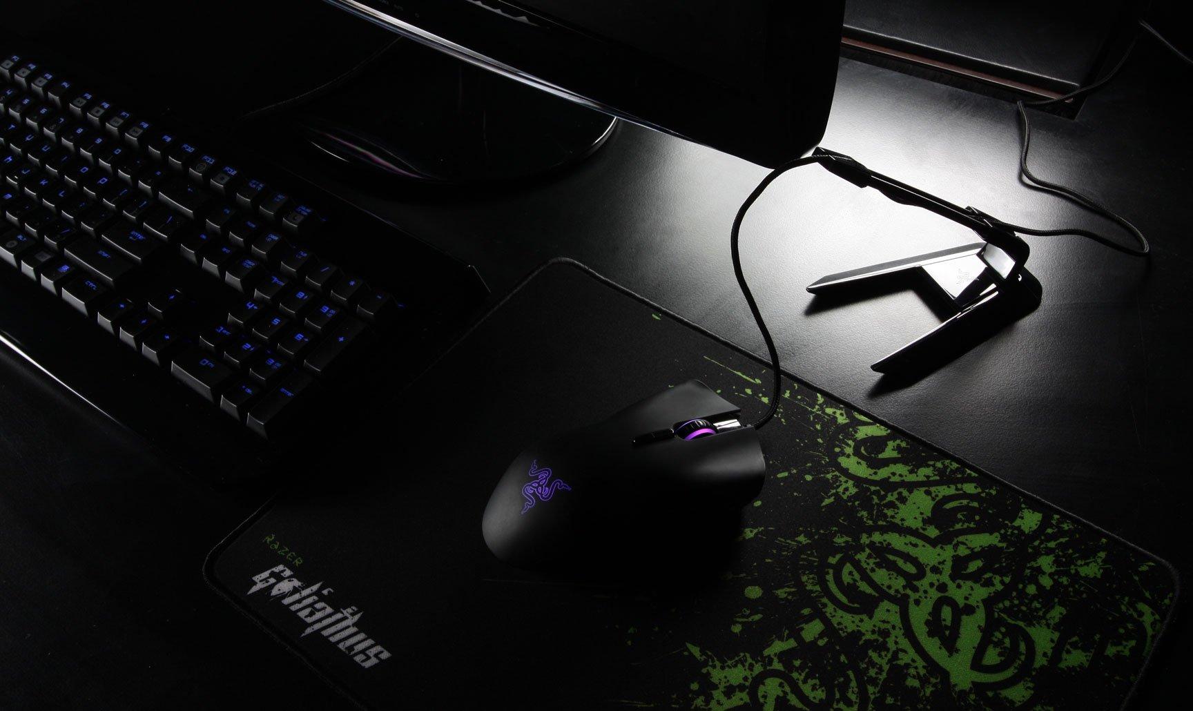 Razer Mouse Bungee gaming setup